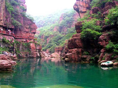 红石峡底部景色