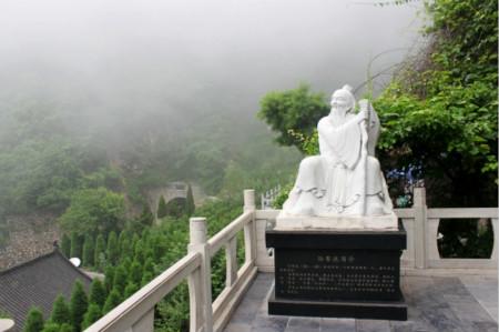 云台山茱萸峰孙思邈雕像