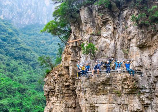 云台山飞拉达攀岩惊险三缆桥