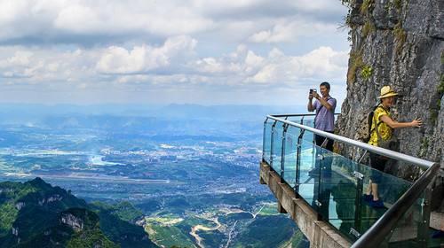 云台山茱萸峰玻璃栈道开放了