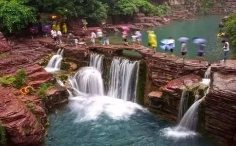 雨中游云台山红石峡
