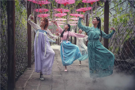 云台山紫藤长廊汉服