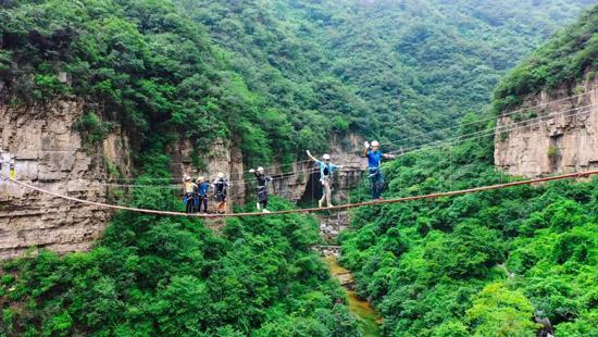 云台山飞拉达攀岩项目步步惊心吊桥