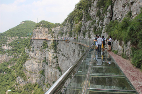 青天河——靳家岭游览区玻璃栈道