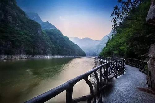 青天河大泉湖滨水栈道
